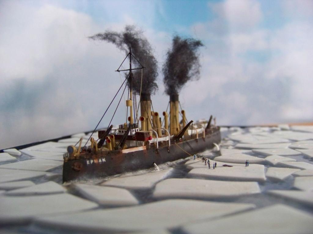 Dio : Brise-glace russe Yermack amarré à la banquise (Combrig 1/700°) par PLEF 101_0055