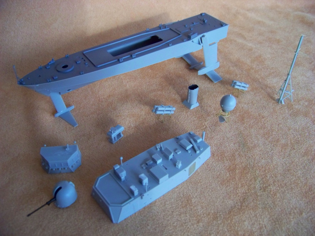 USS Pegasus hydroptère Hobby Boss 1/200. 101_0066