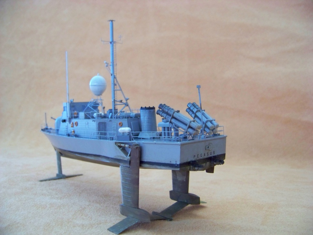 USS Pegasus hydroptère Hobby Boss 1/200. 101_0115
