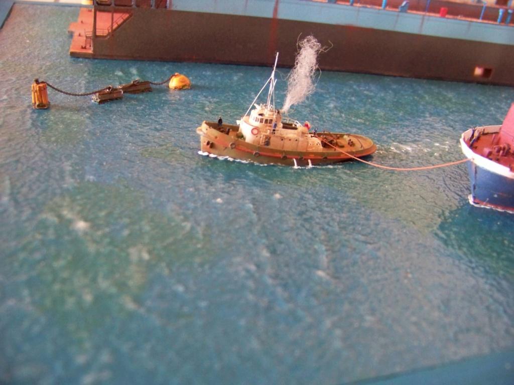 Dock flottant Ostrow II & cargo Gdansk papier-carton 1/400 diorama terminé. 101_0182
