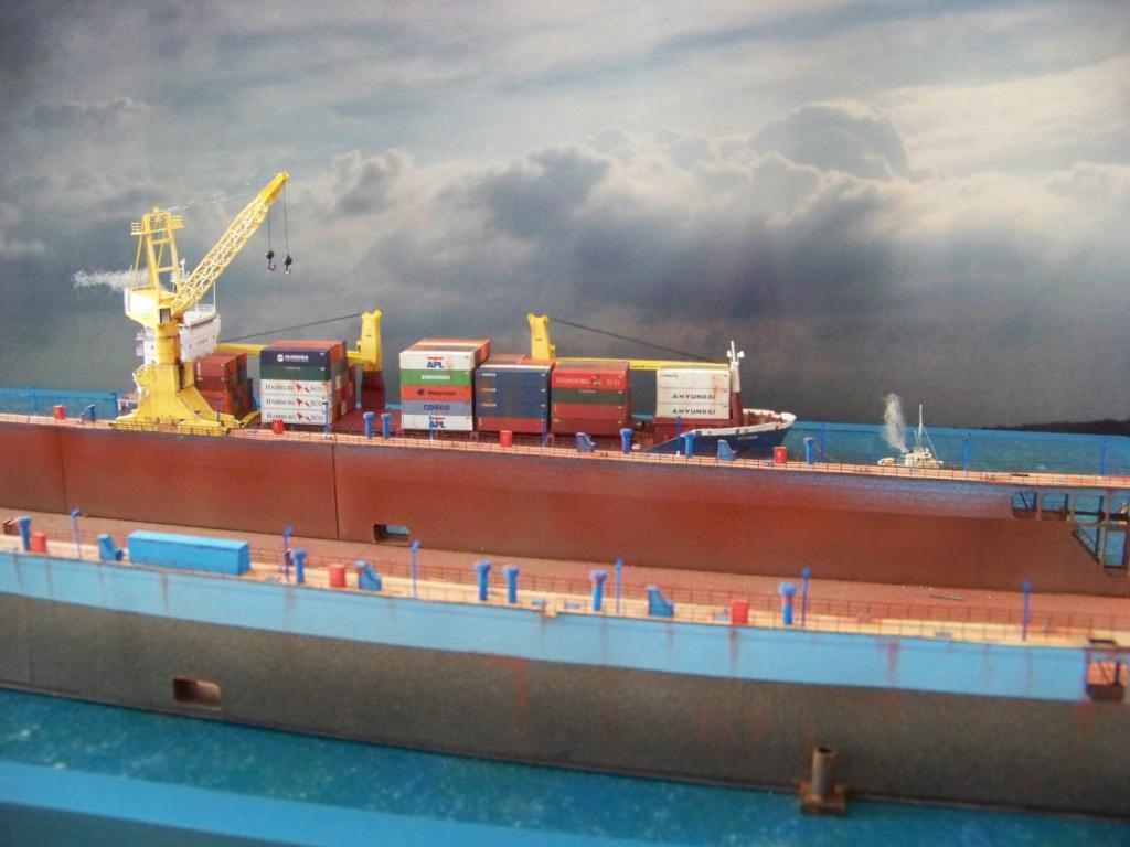 Dock flottant Ostrow II & cargo Gdansk papier-carton 1/400 diorama terminé. 101_0211