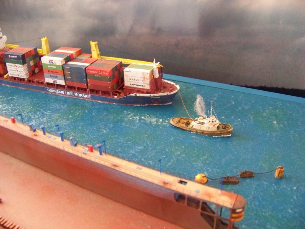 Dock flottant Ostrow II & cargo Gdansk papier-carton 1/400 diorama terminé. 101_0212