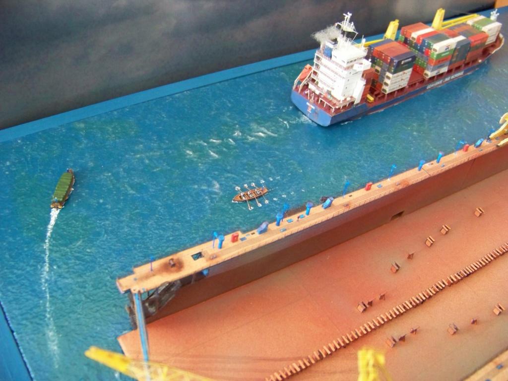 Dock flottant Ostrow II & cargo Gdansk papier-carton 1/400 diorama terminé. 101_0213