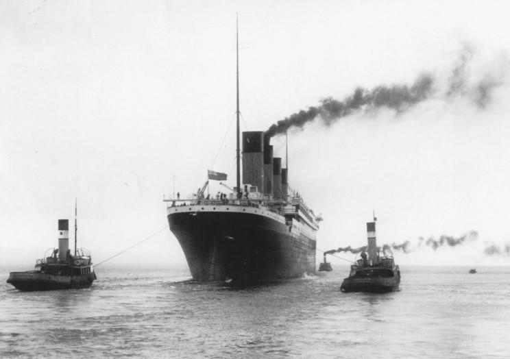 Dio : Titanic en essais avec remorqueurs & caboteur (1/700°) par PLEF 73041010