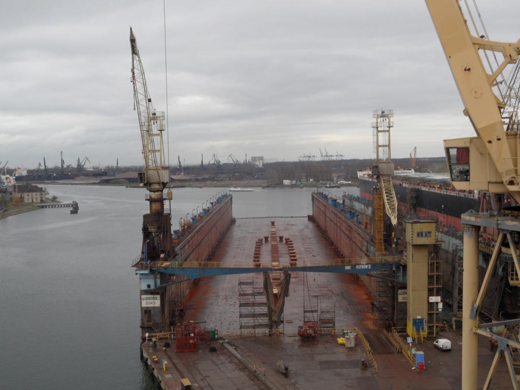 Dock flottant Ostrow II maquette en papier JSC 1/400. - Page 2 Floati10