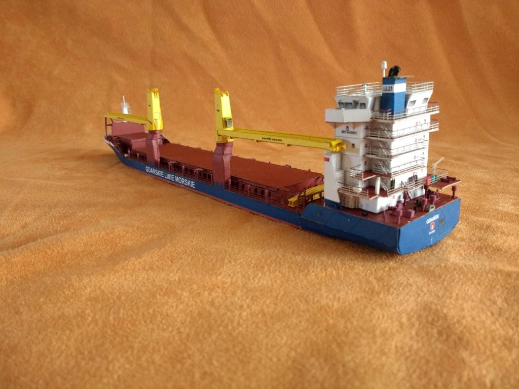 Dock flottant Ostrow II maquette en papier JSC 1/400. - Page 3 Img_2029