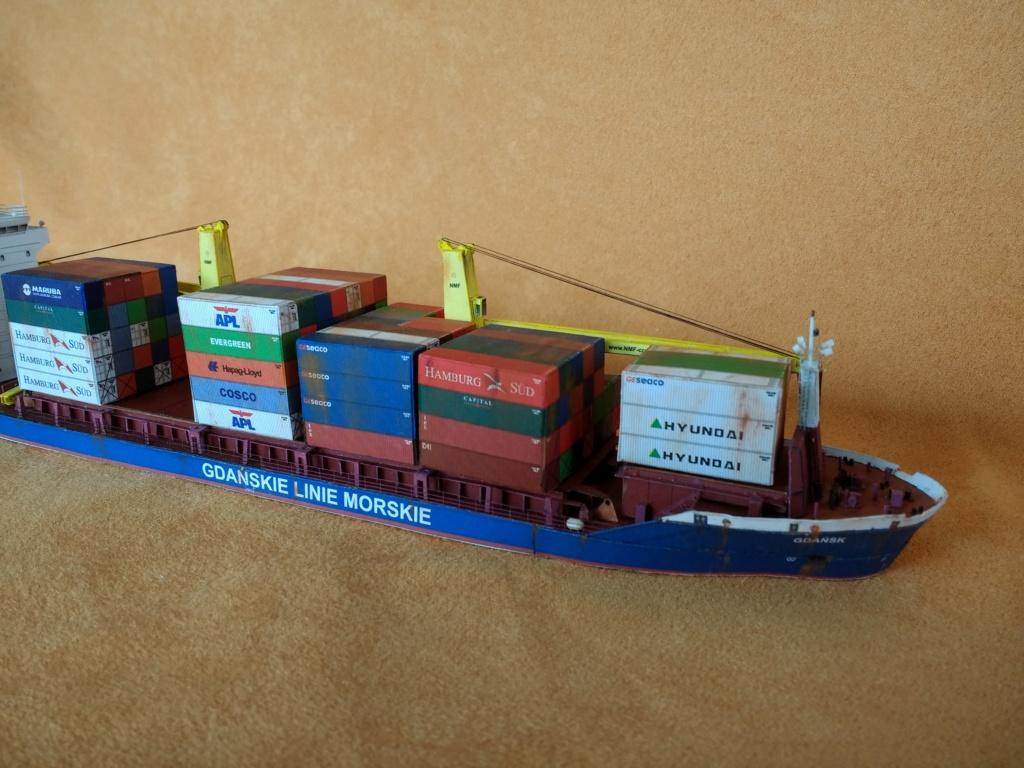Dock flottant Ostrow II maquette en papier JSC 1/400. - Page 3 Img_2046