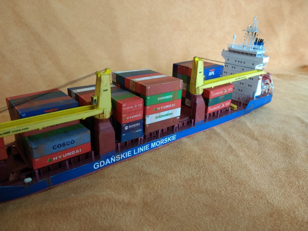 Dock flottant Ostrow II maquette en papier JSC 1/400. - Page 3 Img_2047