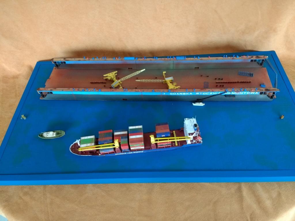 Dock flottant Ostrow II maquette en papier JSC 1/400. - Page 3 Img_2050