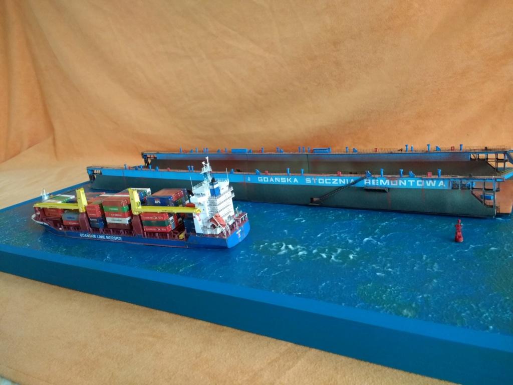 Dock flottant Ostrow II maquette en papier JSC 1/400. - Page 3 Img_2052