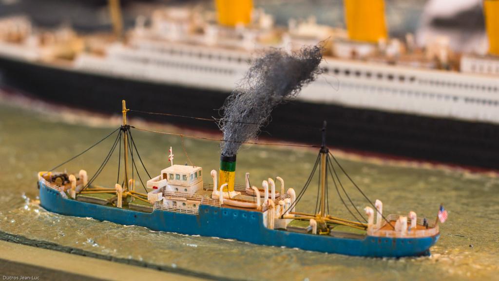 Dio : Titanic en essais avec remorqueurs & caboteur (1/700°) par PLEF Img_2610