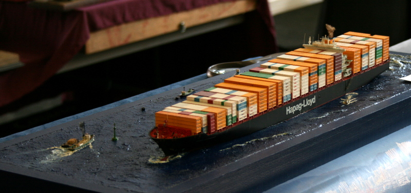 Dio : Prise pilote du porte-conteneurs Colombo Express (Revell 1/700°) par PLEF Img_3010