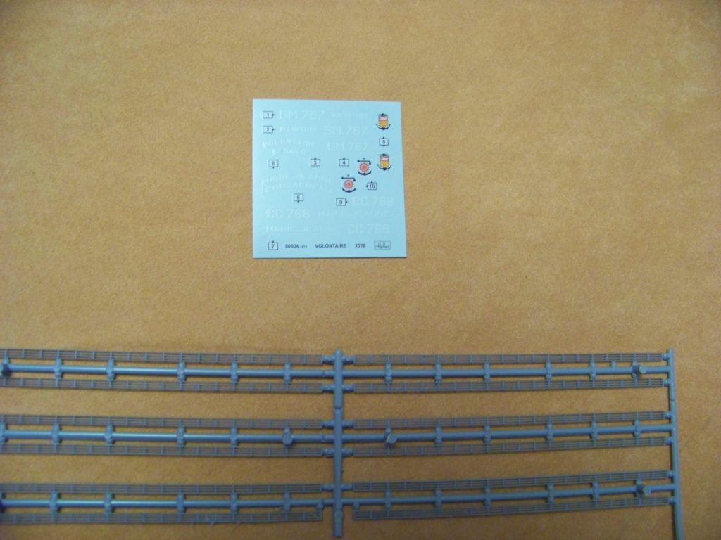 Ouverture de boite morutier Le Volontaire Heller 1/200. Moruti13