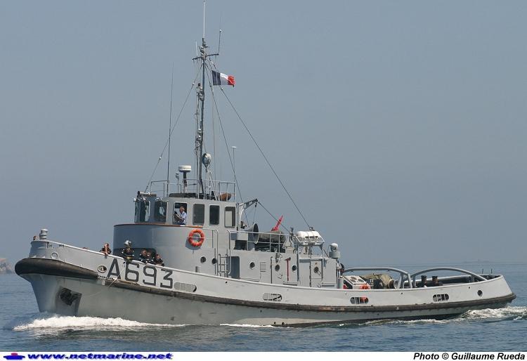 Dock flottant Ostrow II maquette en papier JSC 1/400. - Page 4 Remorq20