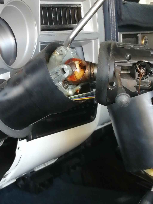 piece tombée lors du demontage volant Img_2138