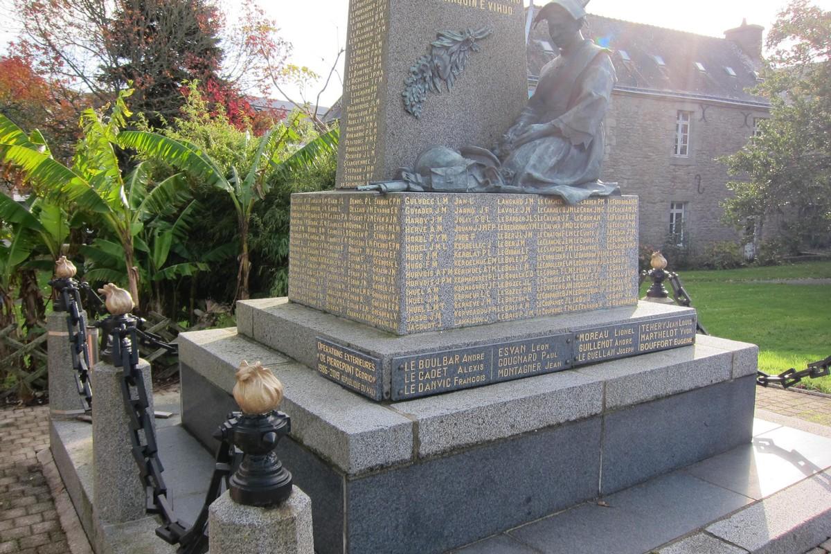 [ Histoires et histoire ] Monuments aux morts originaux Français Tome 2 - Page 13 Acb_4214