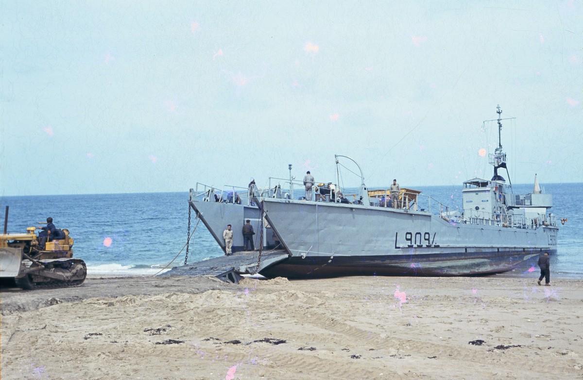 [Les ports militaires de métropole] Port de LORIENT - TOME 1 - Page 23 Acb_m325