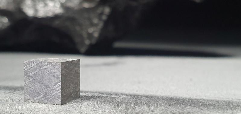 Scale cube 1cm en météorite 20200310