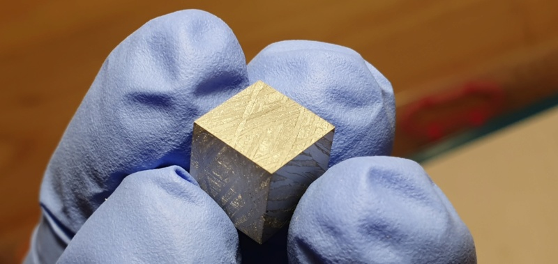 Scale cube 1cm en météorite Scale_10