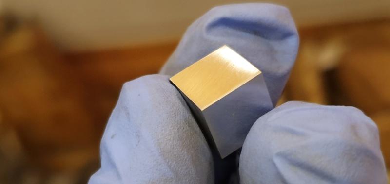 Scale cube 1cm en météorite Scale_11