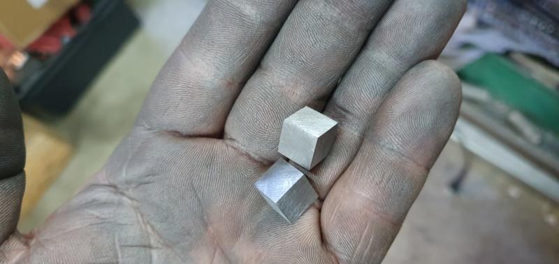Scale cube 1cm en météorite Scale_12