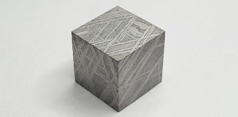 Scale cube 1cm en météorite Scale_14