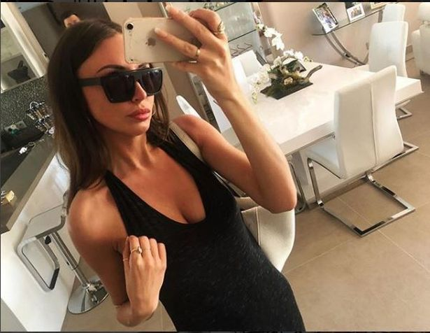 Revenge porn, jealous woman posts intimate pics of her boyfriends ex online. 2_cp_d10