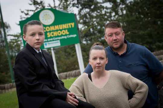 School accused of sexual discrimination because girls can have pony tails and boys cant. Pri_1611