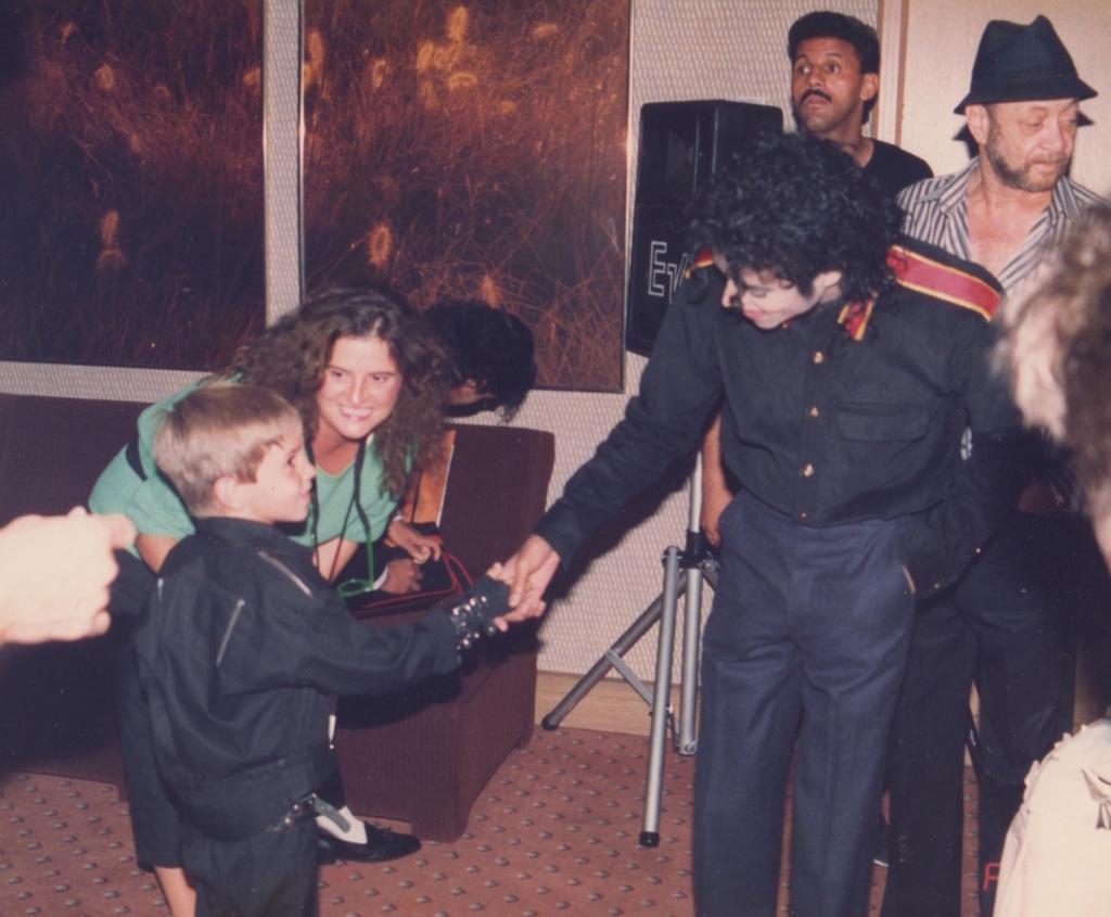 Leaving Neverland...The Michael Jackson revelations. Wade-r10