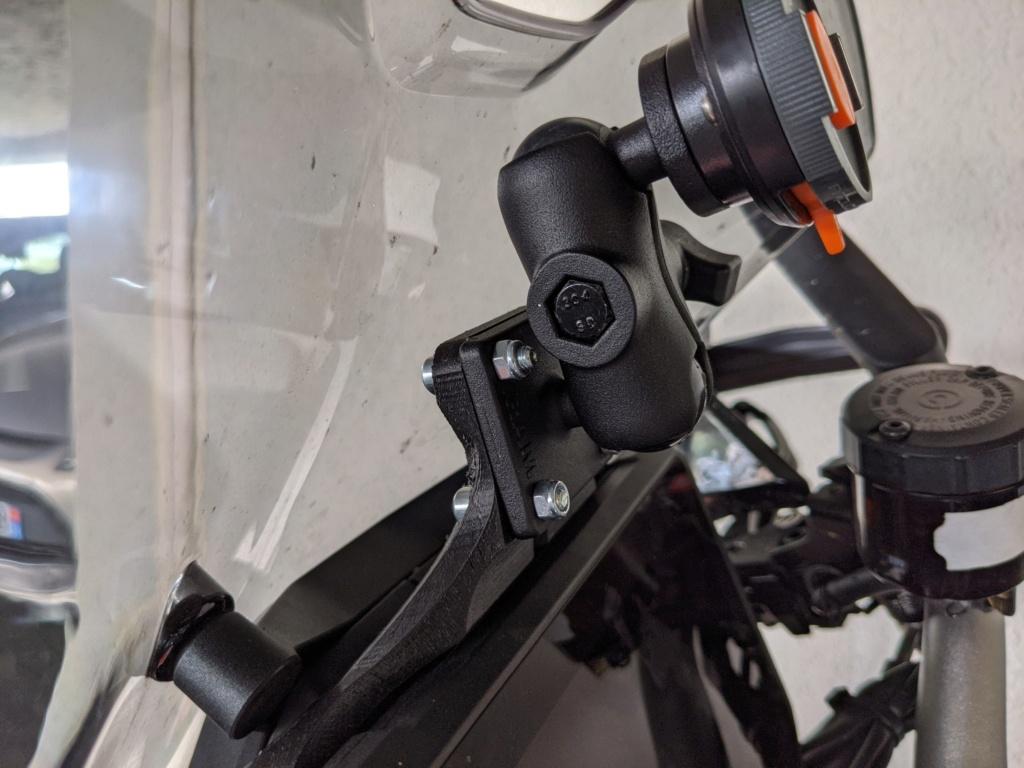 Position du GPS/smartphone au dessus du compteur SD GT 2020 03-mou10