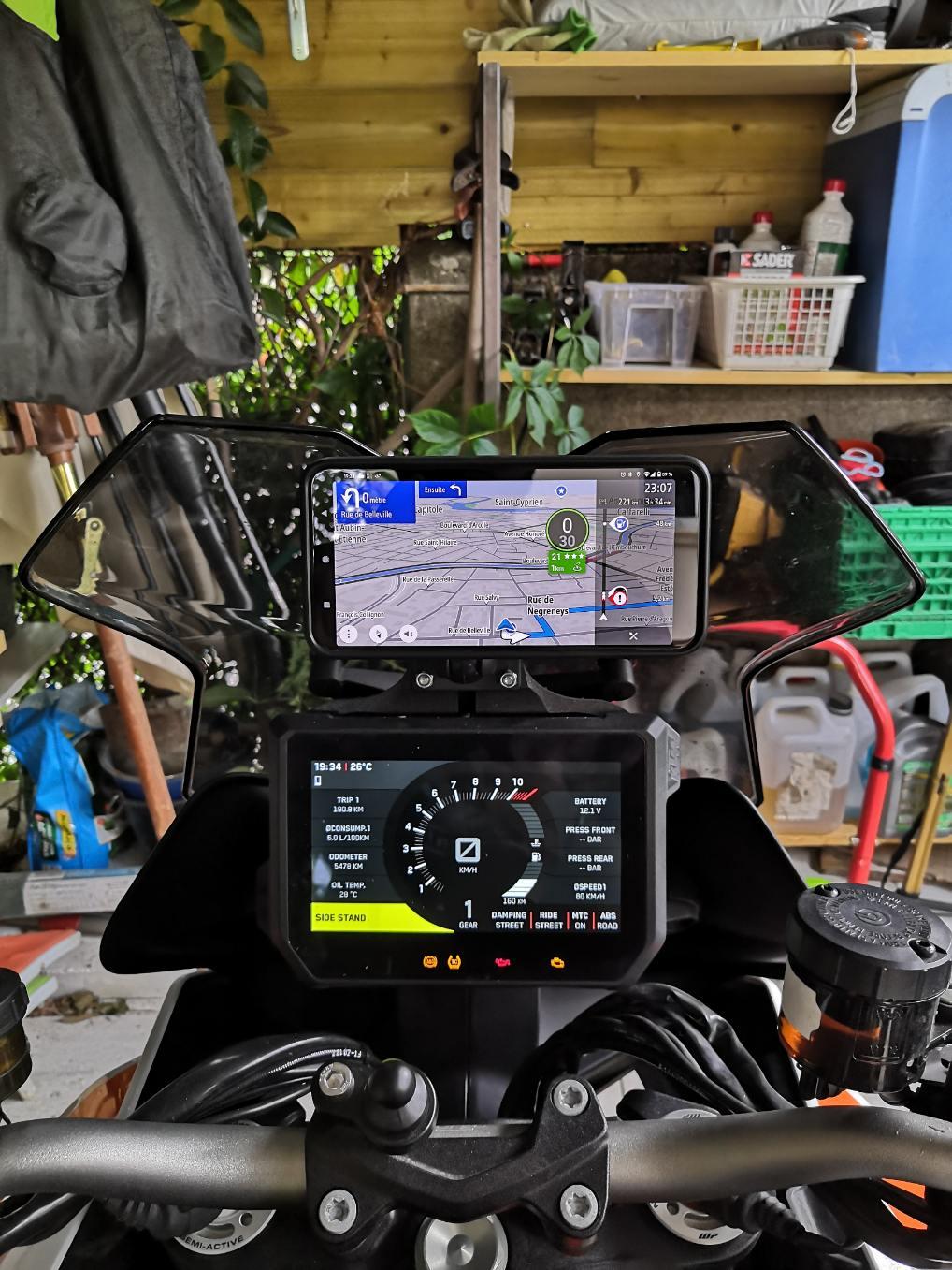 Position du GPS/smartphone au dessus du compteur SD GT 2020 04-pho10