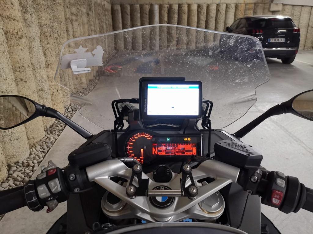 Position du GPS/smartphone au dessus du compteur SD GT 2020 Lowres16