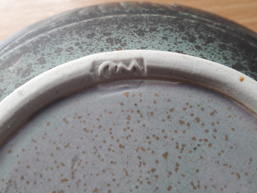 Help Identifying a signed and stamped bowl WD mark  15622511