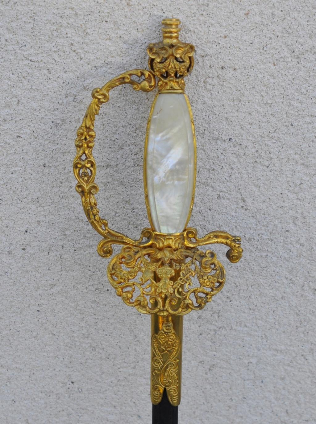 Belle épée d'apparat nacre et lame gravée haut fonctionnaire ? 6f727510