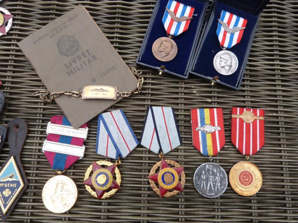 Derniere peche à Bucarest : medailles F, Belge, marine, caque colo ... P1060825
