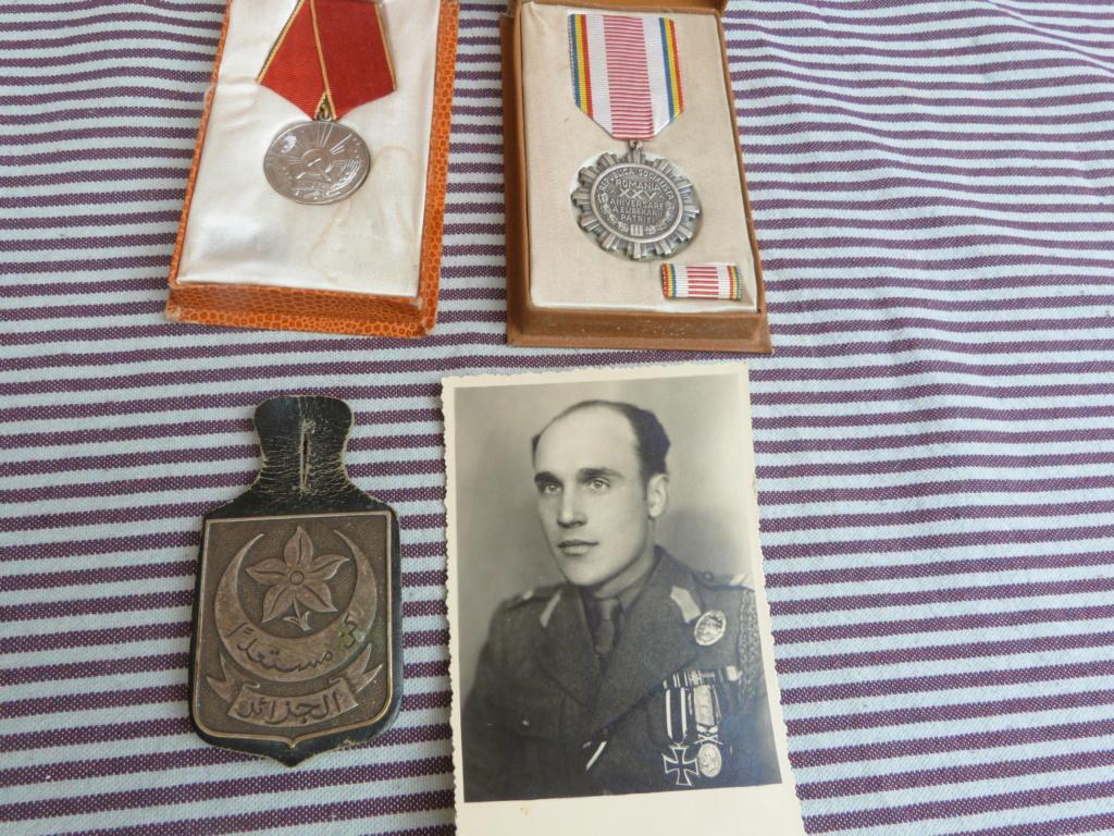 Quelques bricoles : belle photo d'un roumain engagé Wehmarcht, scout, médailles  P1070332