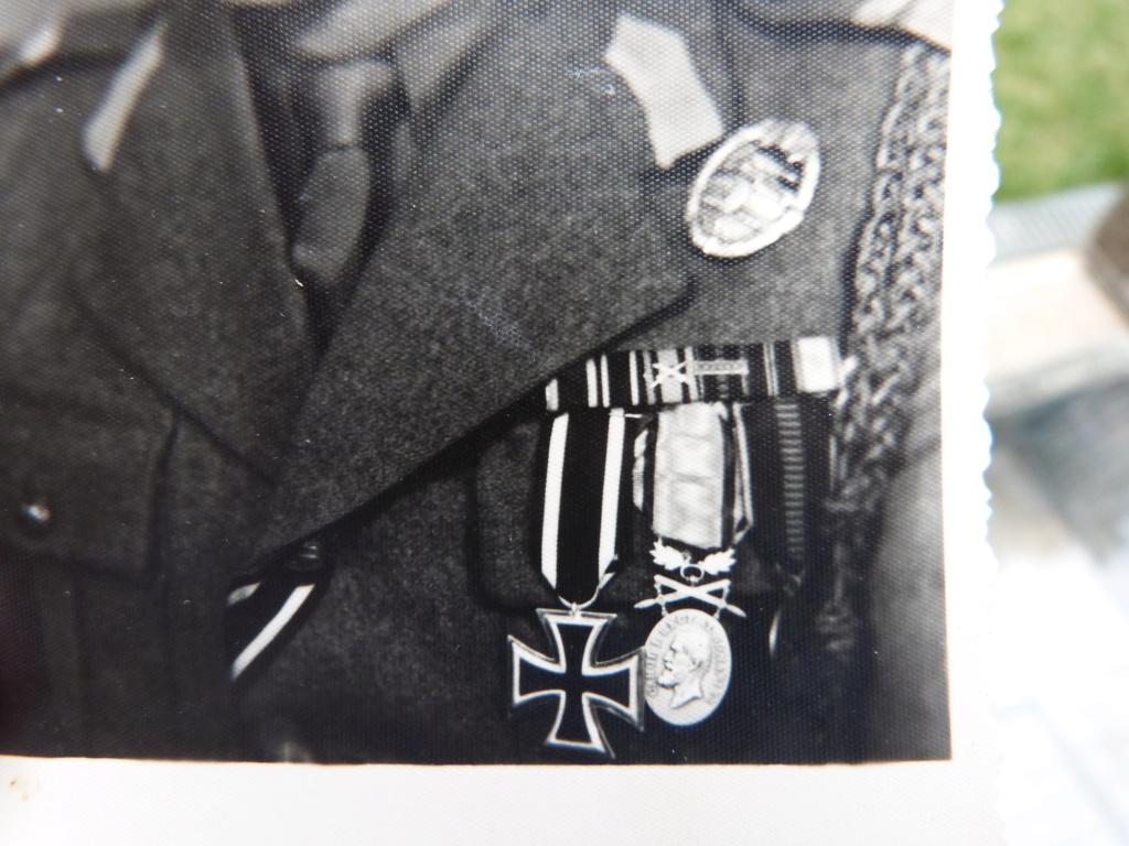 Quelques bricoles : belle photo d'un roumain engagé Wehmarcht, scout, médailles  P1070334