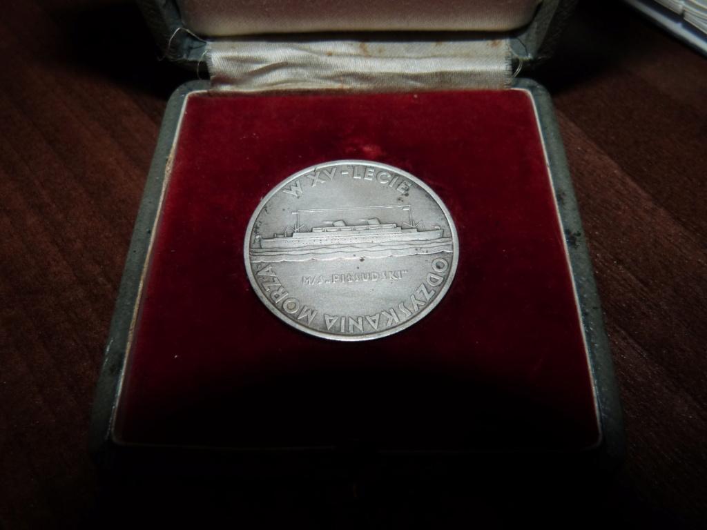 Une maquette marine artisanale d'1m et medaille argent Paquepot MS Pilsudski P1070430