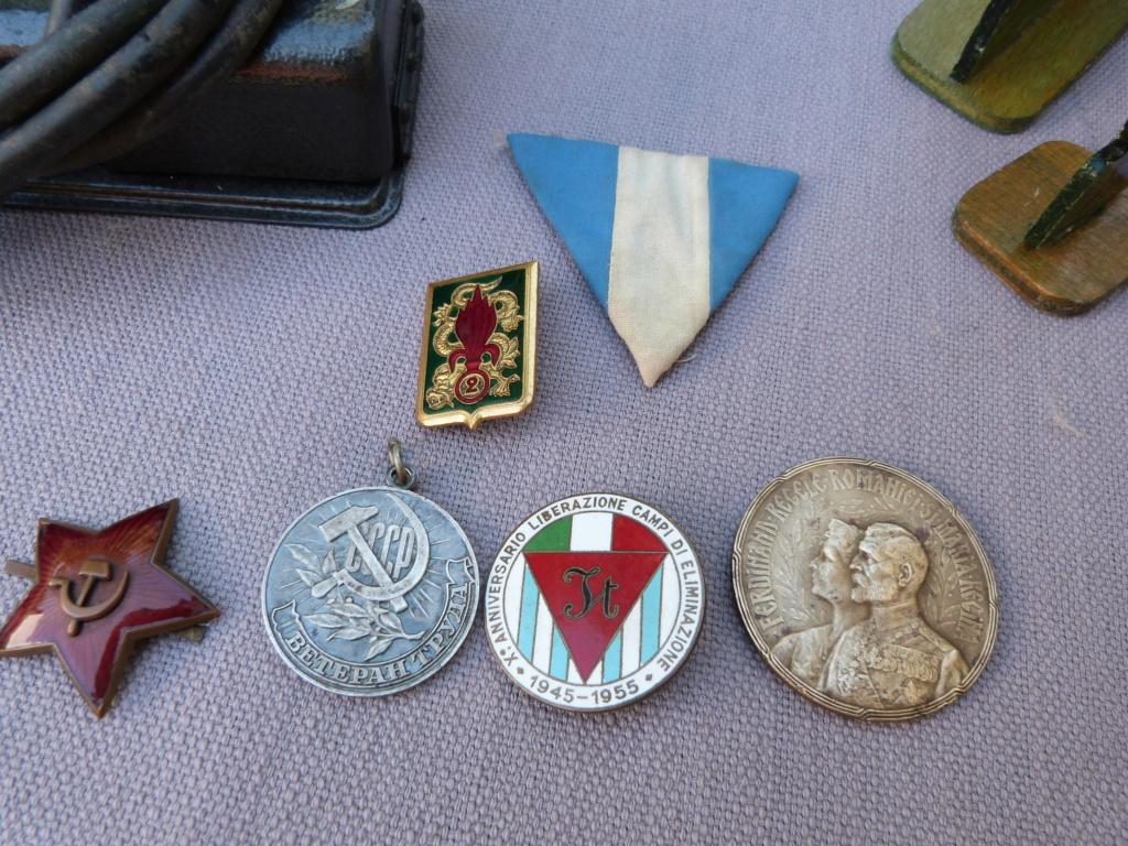 Un peu de tout à Bucarest : morse, plaque emaillée, insignes, photos P1070541
