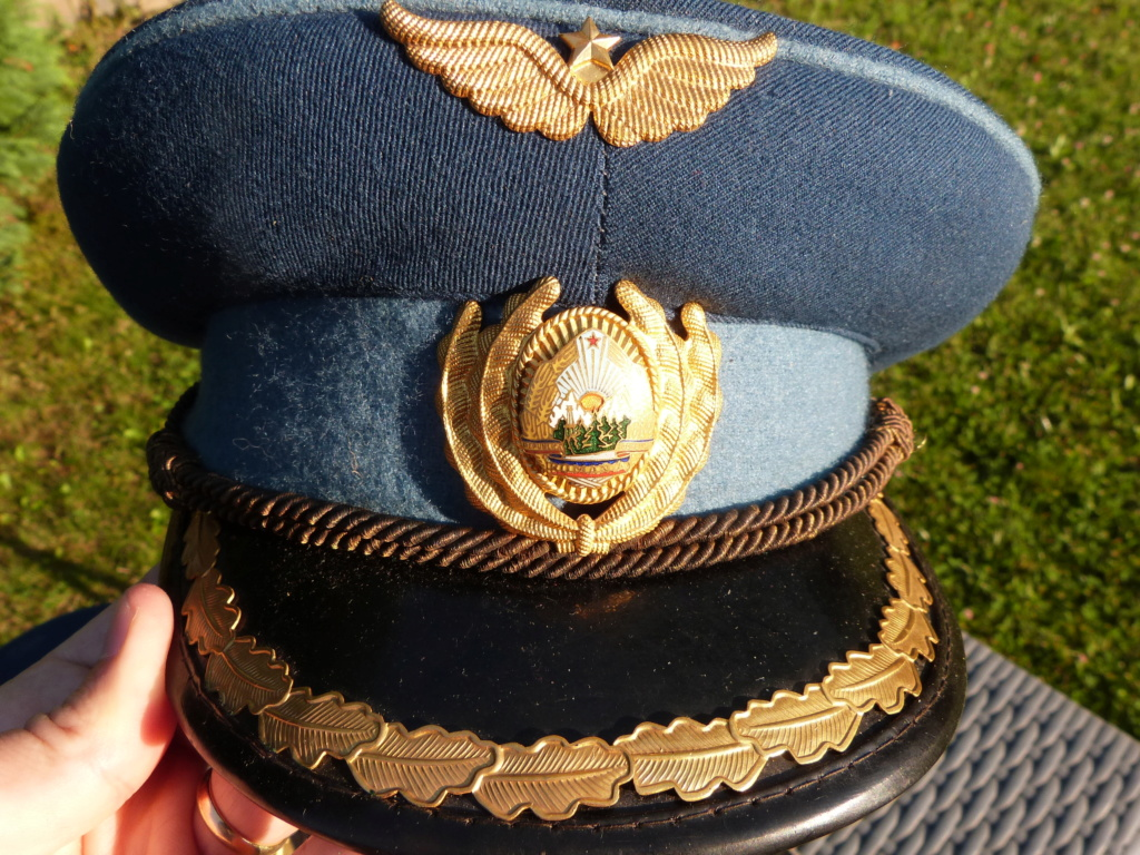 2 casquettes officier supérieur roumain années 60 P1070624