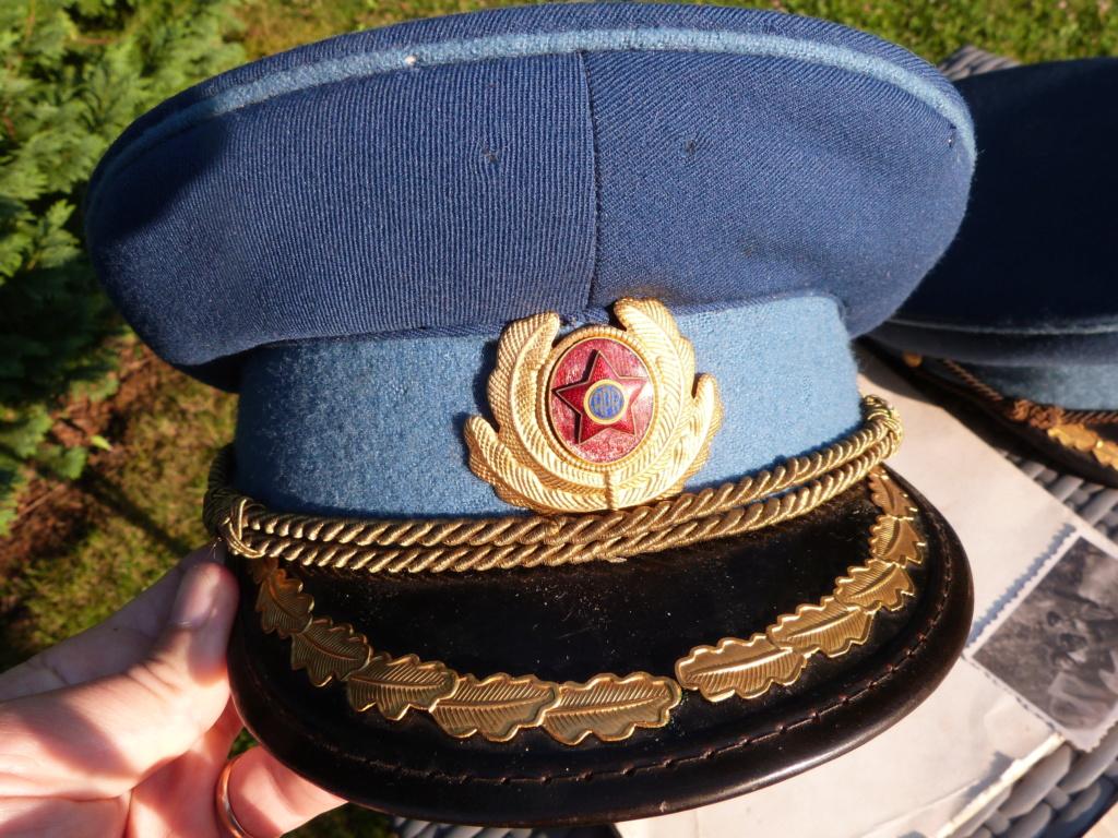 2 casquettes officier supérieur roumain années 60 P1070625