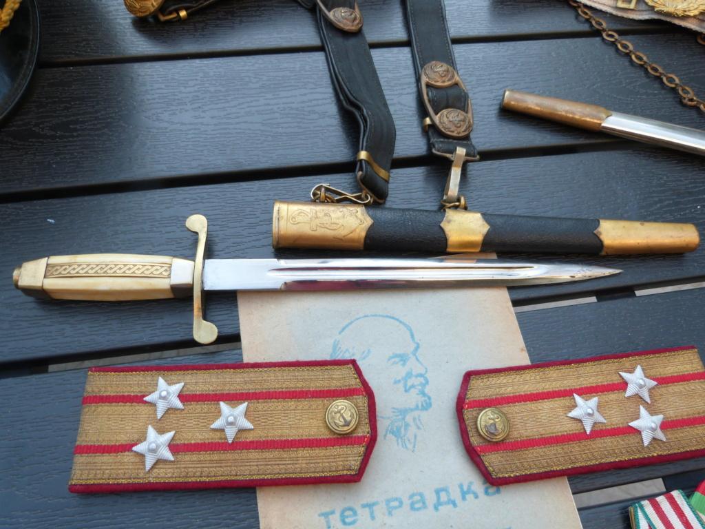En vacances en Bulgarie : dagues, insignes français, para, médailles, casquette P1070815