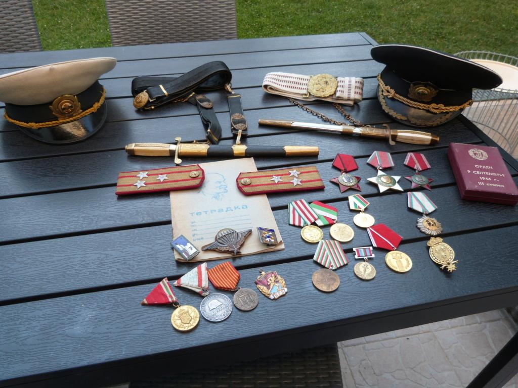En vacances en Bulgarie : dagues, insignes français, para, médailles, casquette P1070817