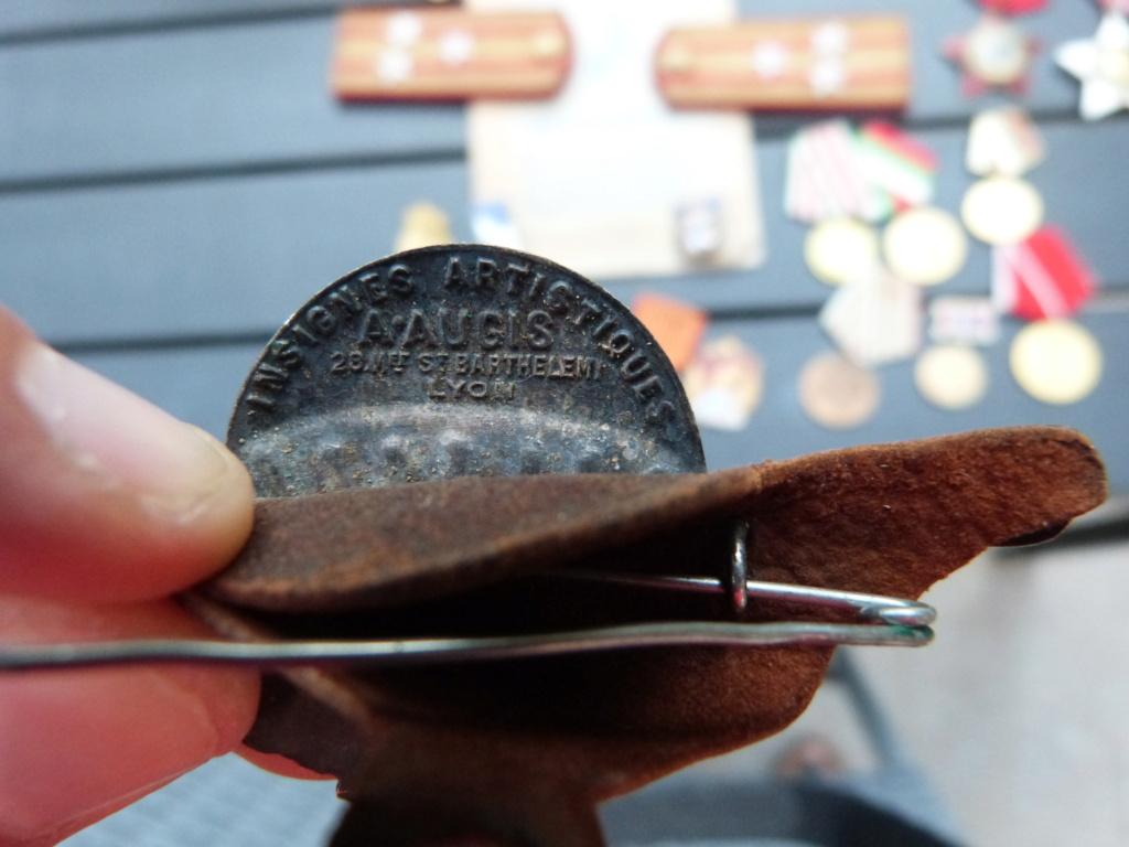 En vacances en Bulgarie : dagues, insignes français, para, médailles, casquette P1070818
