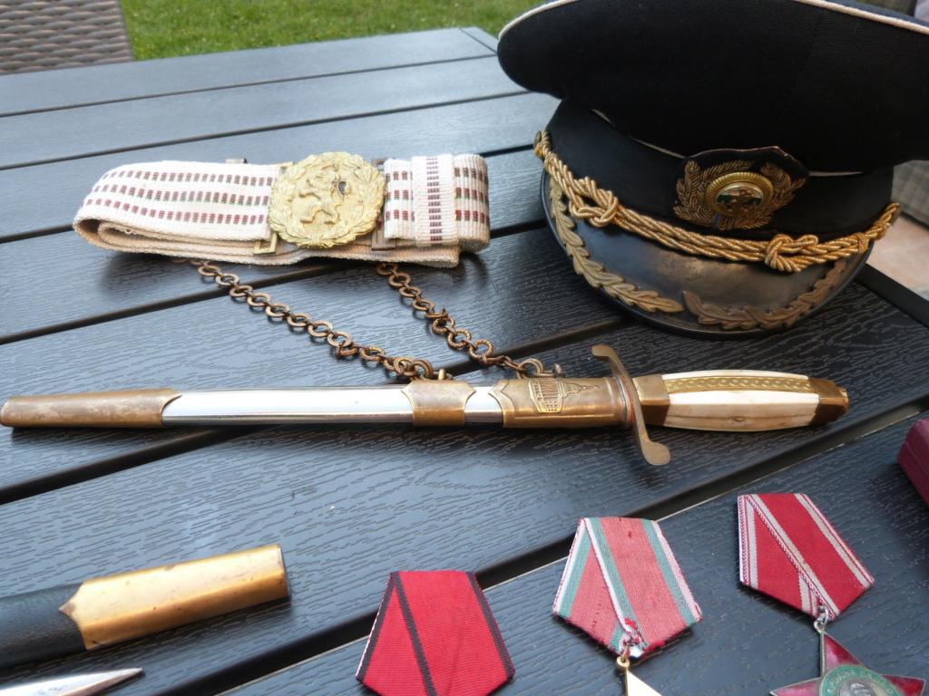 En vacances en Bulgarie : dagues, insignes français, para, médailles, casquette P1070820