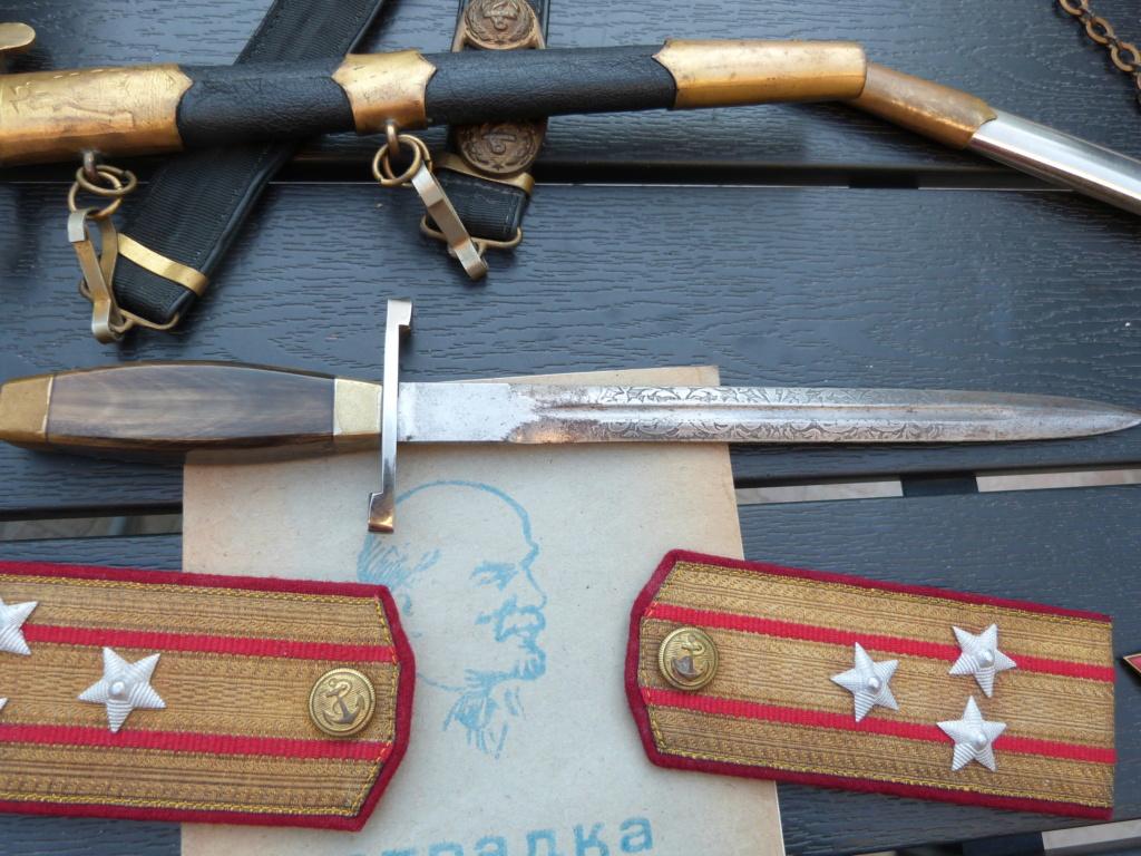En vacances en Bulgarie : dagues, insignes français, para, médailles, casquette P1070823