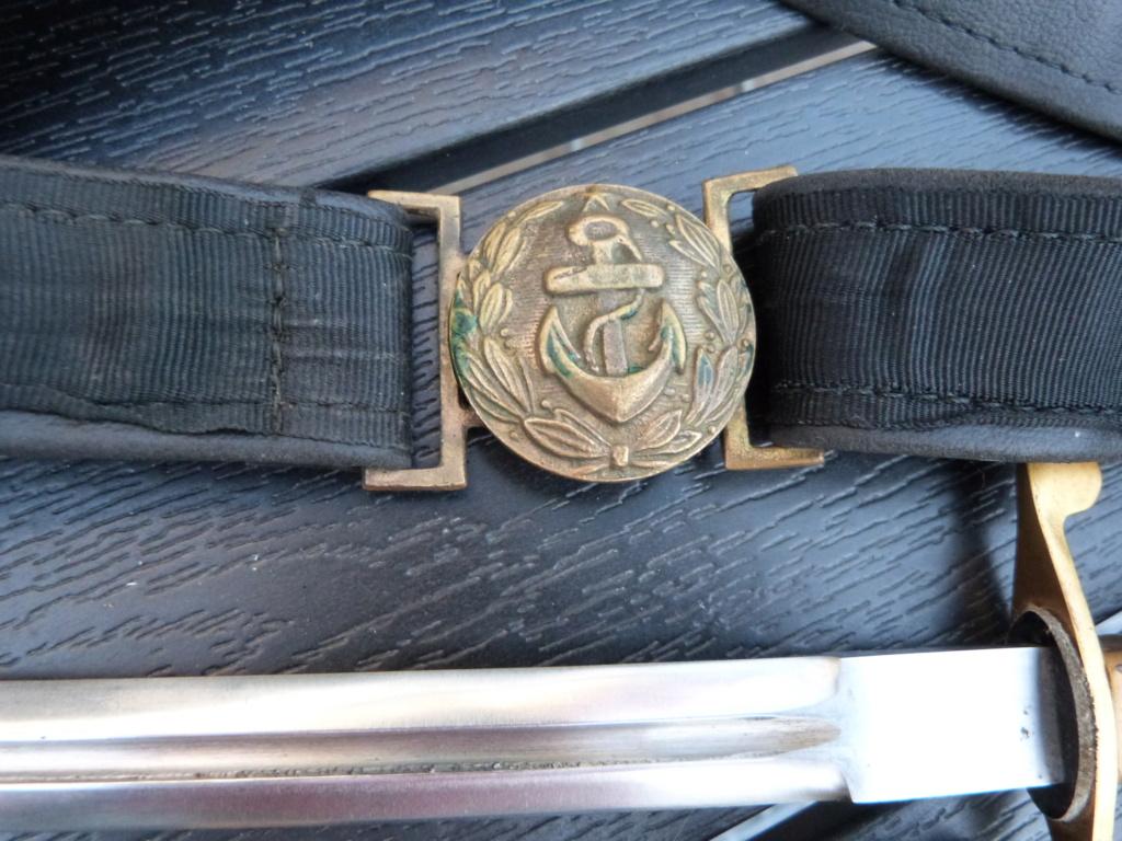 En vacances en Bulgarie : dagues, insignes français, para, médailles, casquette P1070824