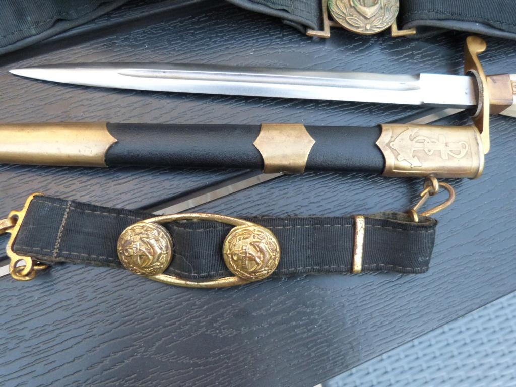 En vacances en Bulgarie : dagues, insignes français, para, médailles, casquette P1070826