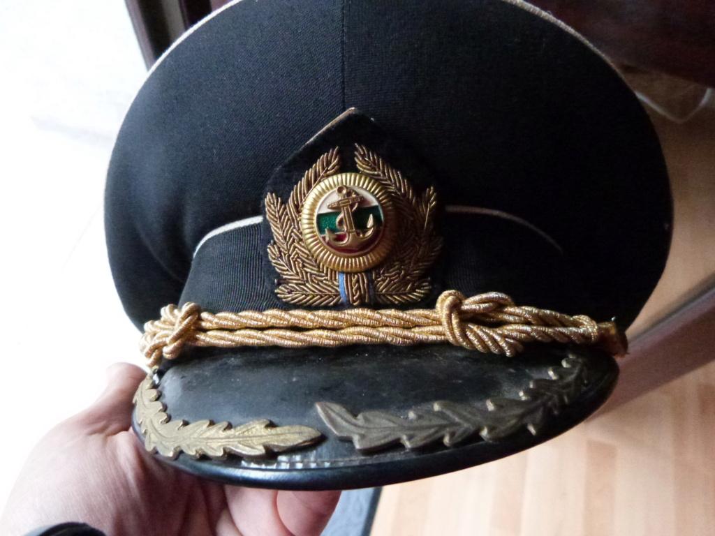 En vacances en Bulgarie : dagues, insignes français, para, médailles, casquette P1070827