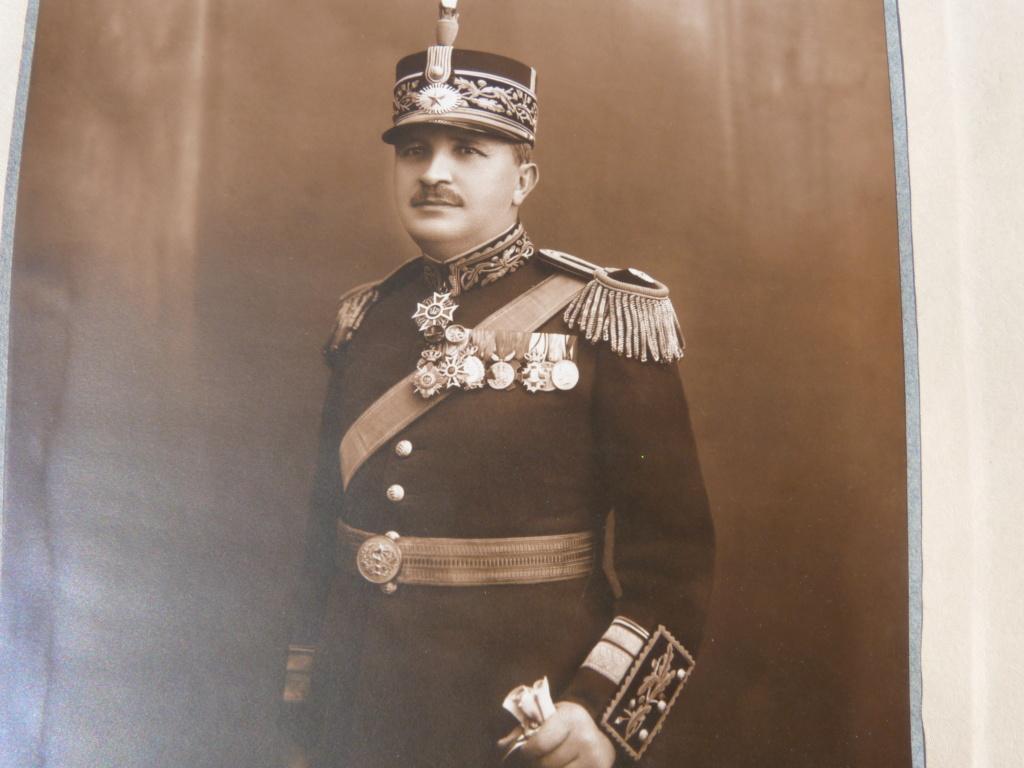 Optique Carl Zeiss, general roumain, et divers medailles P1070913